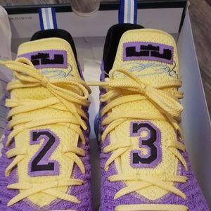 LeBron 16 Lakers Heritage